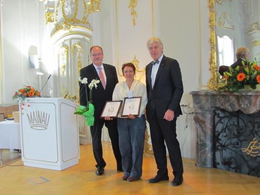Laudator Steffen Wittkowske, Autorin und Verlegerin Eveline Dudda, DGG-Präsident Klaus Neumann